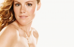 Kathleen Robertson HD Background