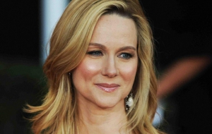 Laura Linney Background