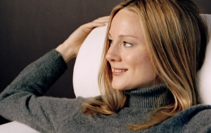 Laura Linney High Definition