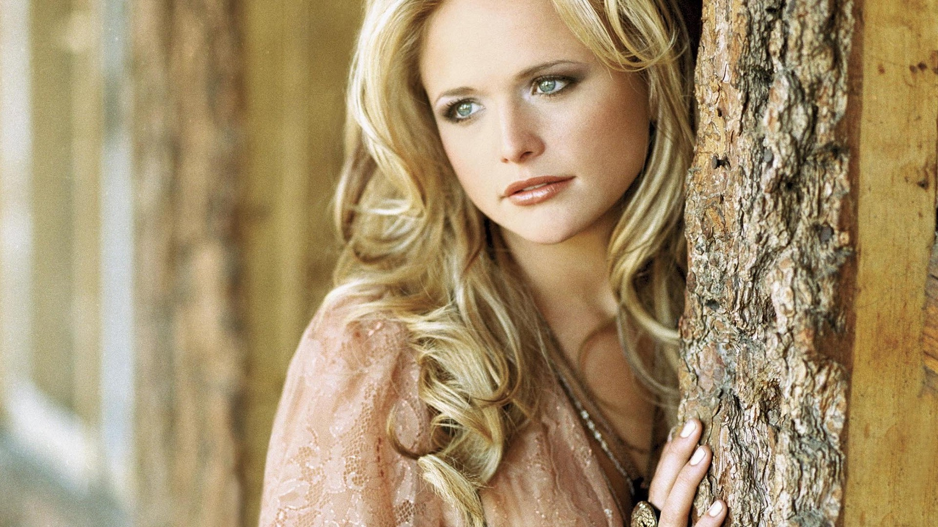 miranda lambert Listen to music by miranda lambert for free on vevo, including official music videos, top songs, new releases, and live performances.