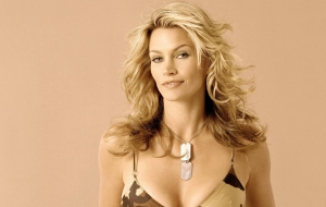Natasha Henstridge Wallpaper