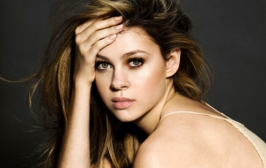Nicola Peltz High Quality Wallpapers