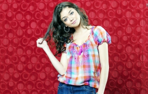 Sarah Hyland HD Wallpaper