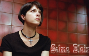 Selma Blair High Definition