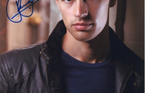 Theo James Desktop