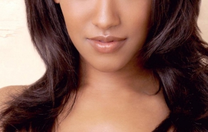Candice Patton High Definition Wallpapers