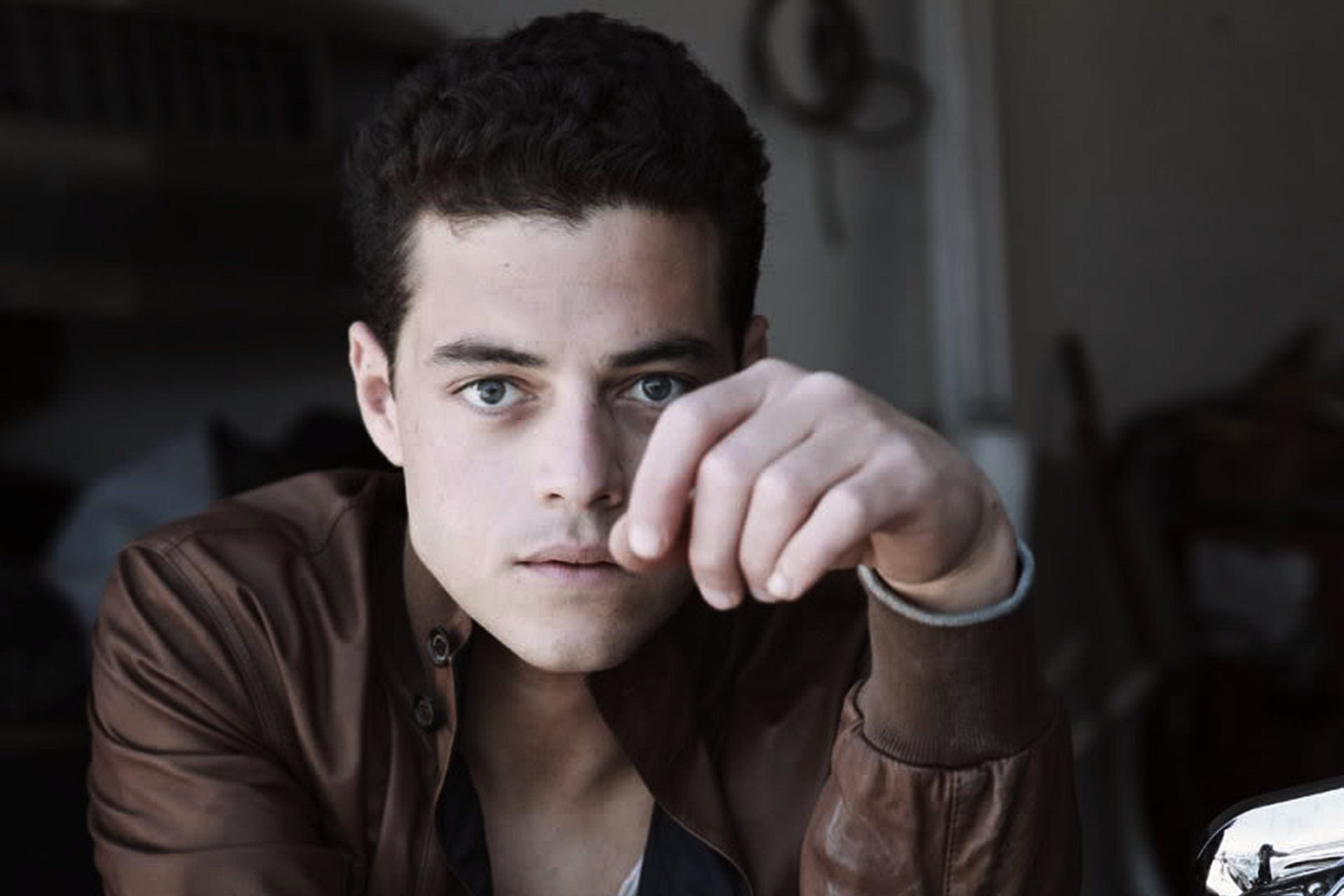http://wallpapersdsc.net/wp-content/uploads/2016/03/Rami-Malek-Wallpaper.jpg