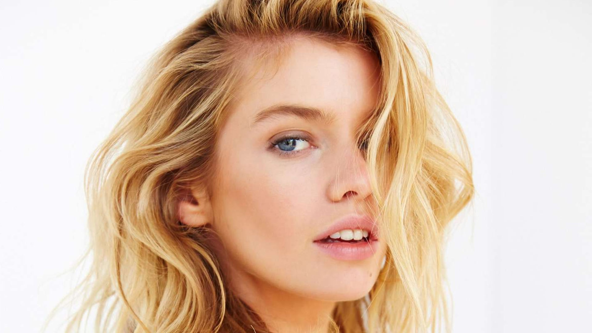 Stella Maxwell HD Wallpapers of High Quality Download Anna Paquin 2015