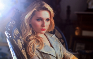Abigail Breslin HD Wallpaper
