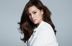Ashley Graham Wallpaper