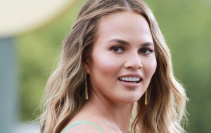 Chrissy Teigen HD Wallpaper