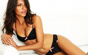 Emanuela De Paula Background