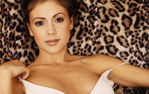 Alyssa Milano HD Desktop