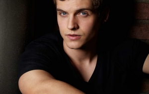 Daniel Sharman Images