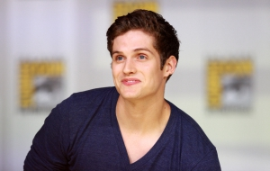 Daniel Sharman Photos