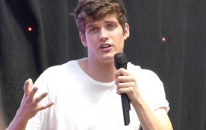 Daniel Sharman Widescreen