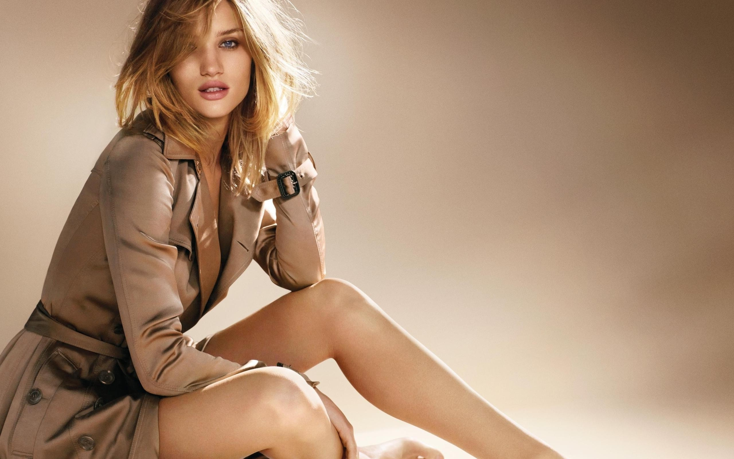 Rosie Huntington Whiteley Wallpaper