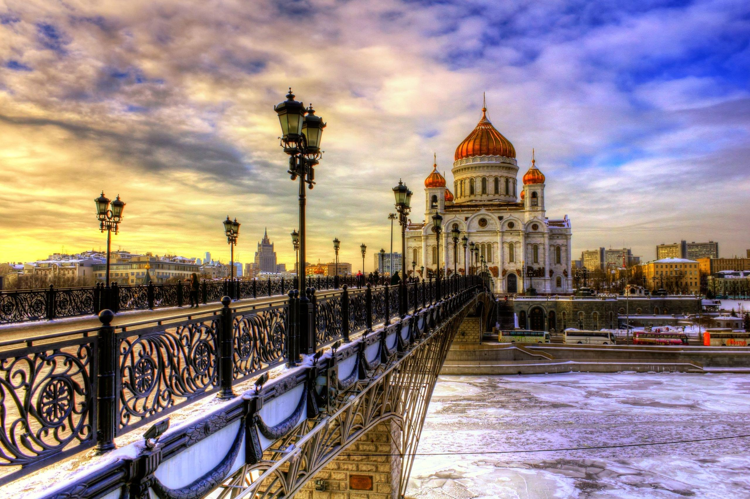 saint petersburg Historic centre of saint petersburg and related groups of monuments the ' venice of the north', with its numerous canals and more than 400 bridges, is the.