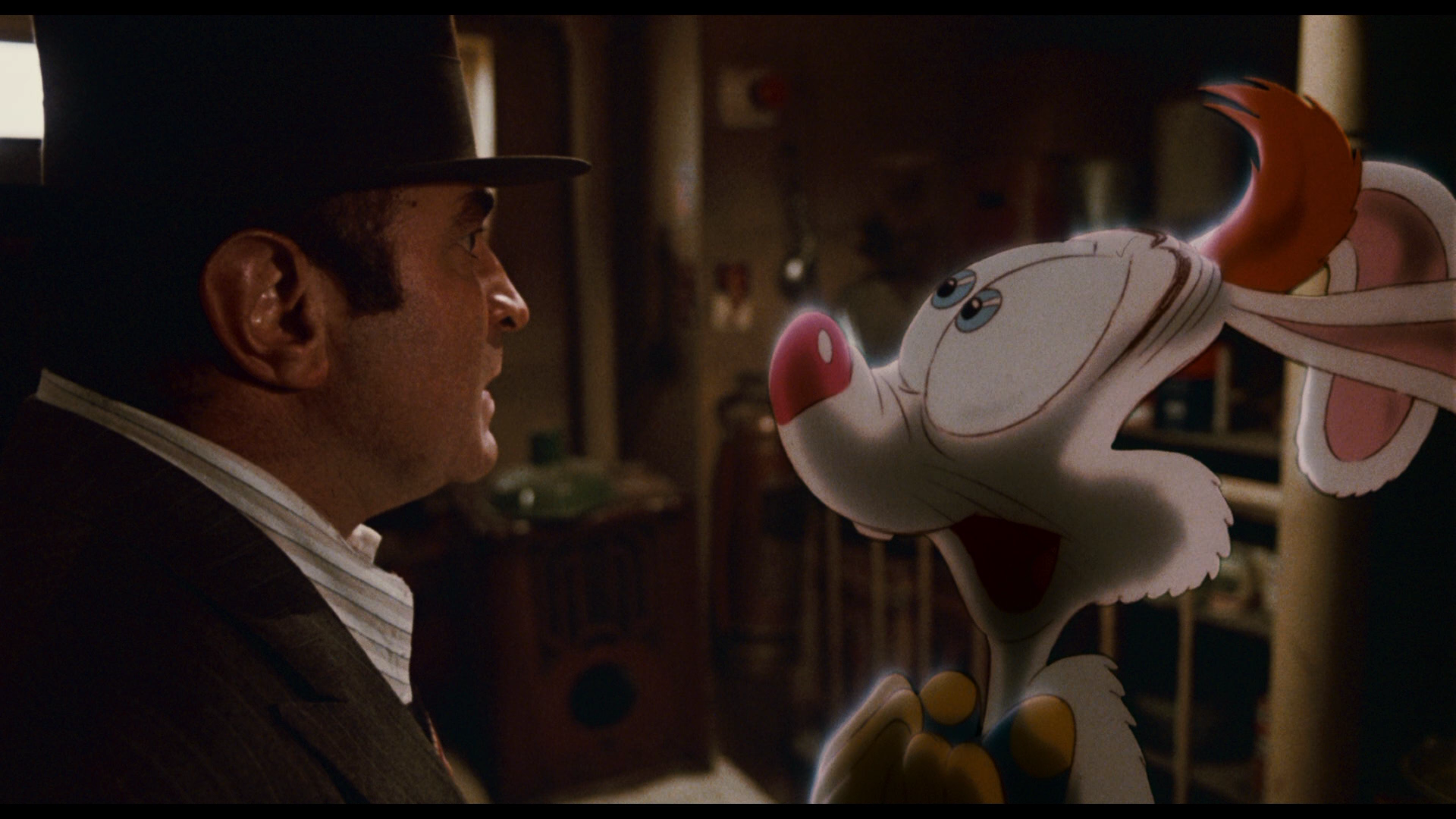 who framed roger rabbit essay Directed by robert zemeckis with bob hoskins, christopher lloyd, joanna cassidy, charles fleischer a toon-hating detective is a cartoon rabbit's only hope to prove his innocence when he is accused of murder.
