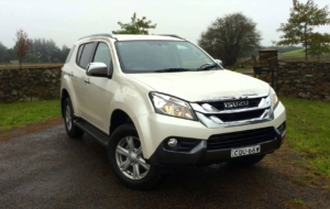 Isuzu MU X 2017 HD Wallpaper