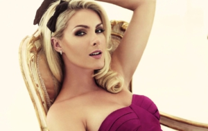 Ana Hickmann Background