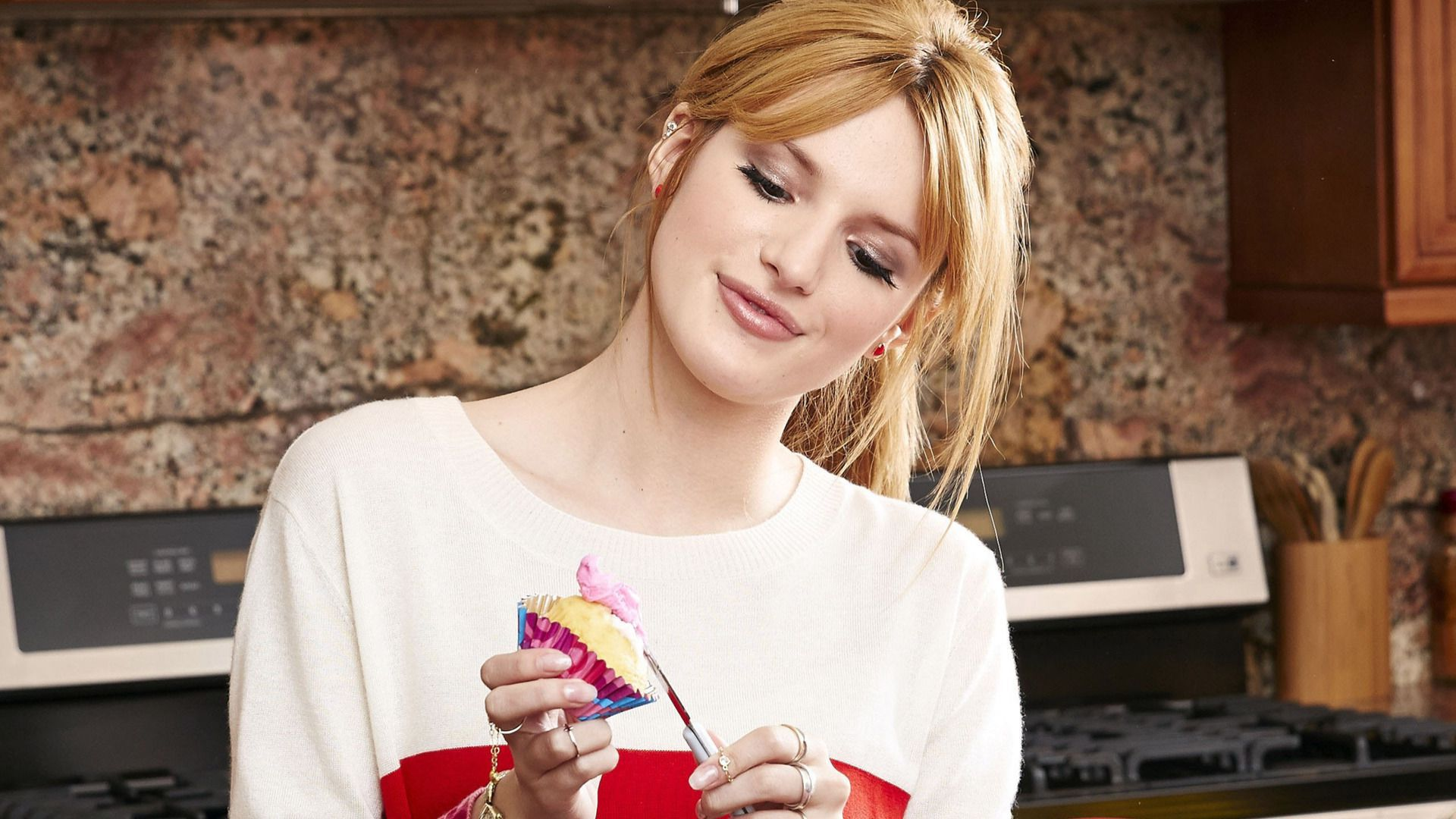 Bella Thorne Wallpapers Backgrounds