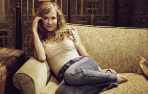 Holly Hunter Background