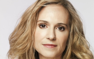 Holly Hunter High Definition