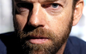 Hugo Weaving HD Background