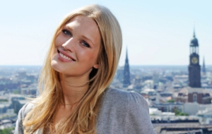 Toni Garrn HD Background