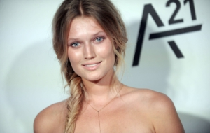 Toni Garrn HD Wallpaper