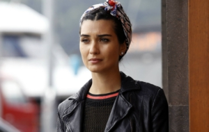Tuba Büyüküstün HD Background