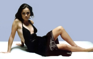 Alice Braga High Definition Wallpapers