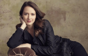 Amy Acker HD Desktop