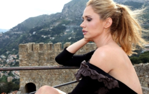 Ashley Jones HD Desktop