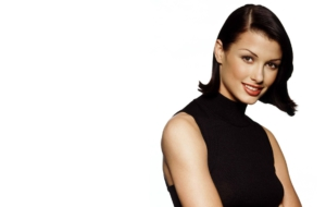 Bridget Moynahan Background