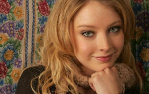 Elisabeth Harnois Background