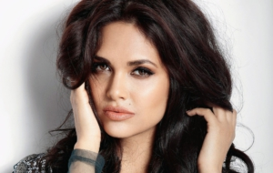 Esha Gupta Background
