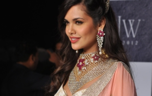 Esha Gupta Widescreen