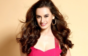 Evelyn Sharma Widescreen