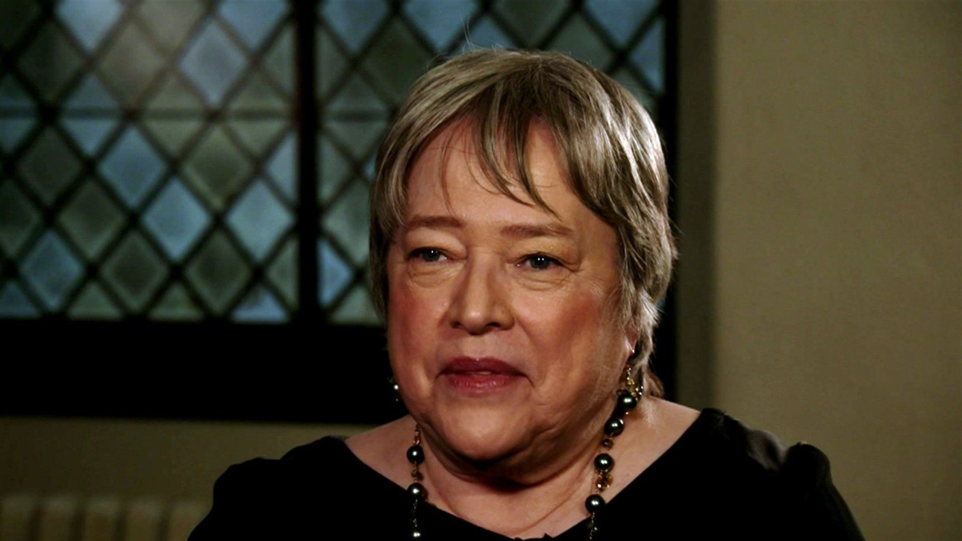 Kathy Bates Wallpapers...