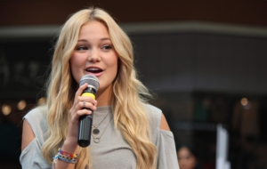 Olivia Holt HD Desktop