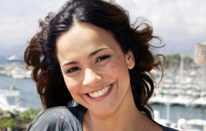 Pictures Of Alice Braga