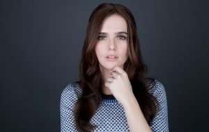 Zoey Deutch HD Desktop