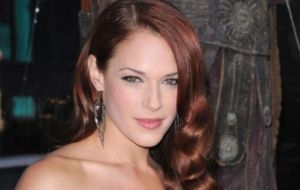 Amanda Righetti Background