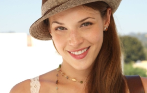 Amanda Righetti HD Background