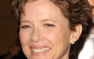 Annette Bening Wallpaper
