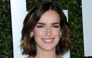 Elizabeth Henstridge Computer Wallpaper