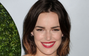 Elizabeth Henstridge High Definition Wallpapers