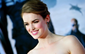 Elizabeth Henstridge High Quality Wallpapers